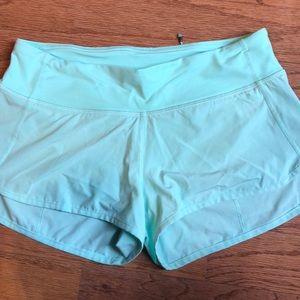 """Lululemon Hotty Hot 2.5"""" shorts"""